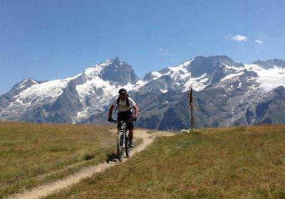 Het plateau d'Emparis met de e-bike