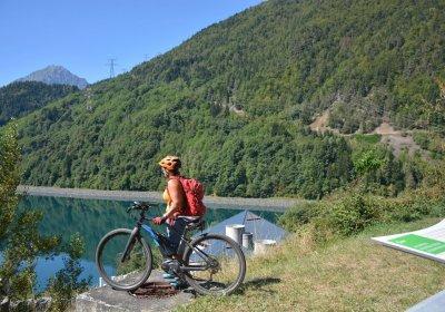 Met de e-bike rondom het meer van Verney