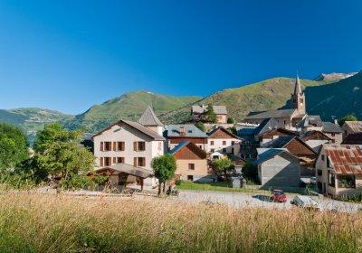 De dorpjes van Les 2 Alpes met de e-bike
